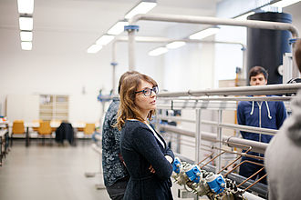 Studierende im Labor