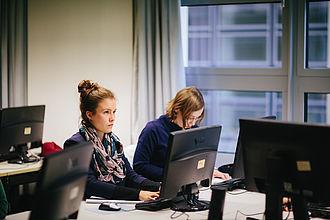 Studierende im PC Labor